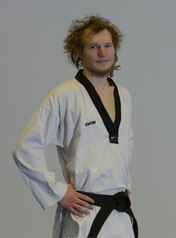 taekwondo mustat vyöt suomessa